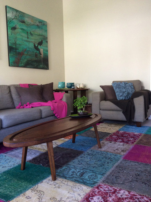 living room, lounge, neutrals, colourful accessories, colourful rug