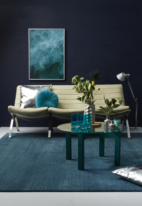 lounge, living room, blue lounge, blue living room, navy and teal, dark feature wall