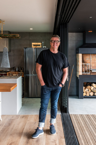 All Black Sir John Kirwan keeps it simple with black and white bach