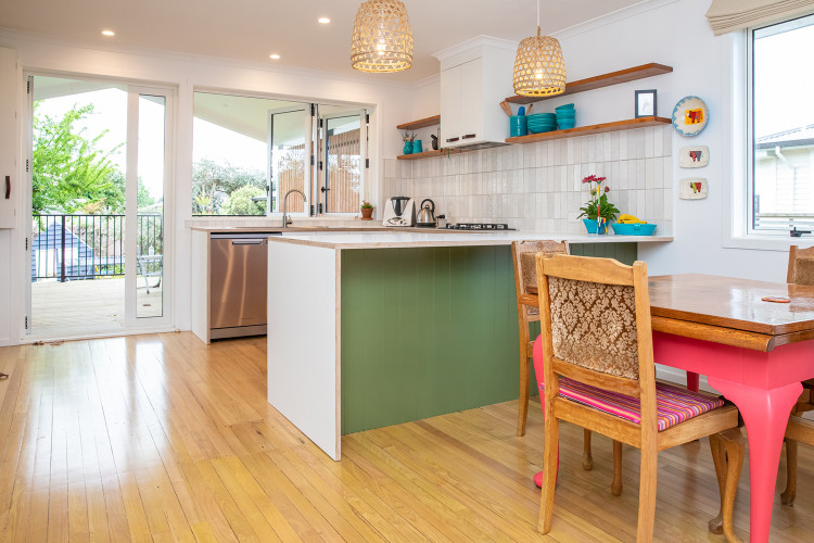 Green Kitchen Island, Retro Kitchen, Green Interiors, Subway Tiles