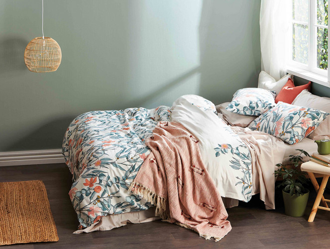 Green Interiors, Floral Interiors, Spring Bedding, Spring Interiors